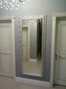 Установка зеркала в прихожей